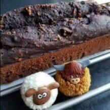 Chocolade bananenbrood met hazelnoten en choco-drups