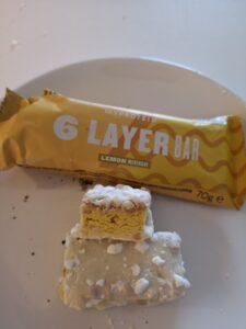Op deze foto zie je de smaak Lemon Merinque van de 6 Layer bars