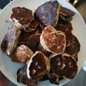 een foto van een berg pancakes