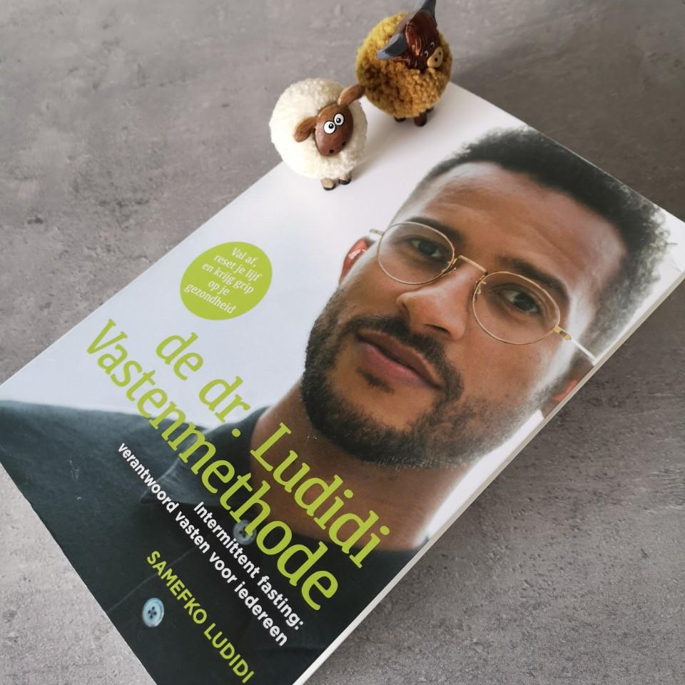 Foto van boek vanaf zijkant boven