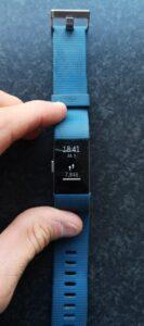 Op deze foto zie je de voorkant van de Fitbit Charge 2