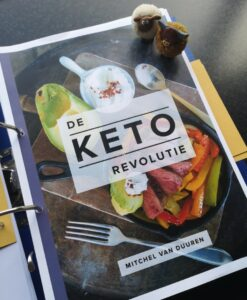 Op deze foto zie je het e-book Keto Revolutie