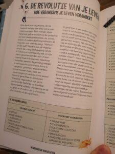 Op de foto zie je een pagina uit het boek