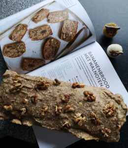 Op deze foto zie je de Vegan bananenbrood die klaar is