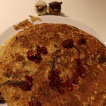 Havermoutpannenkoeken met granaatappel en chocolade