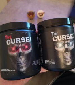 Op deze foto zie je de smaak Pina Colada en Waterlemon van The Curse