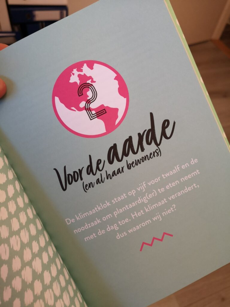 Op deze pagina een bladzijde over de aarde uit het boek Vegan Vibes