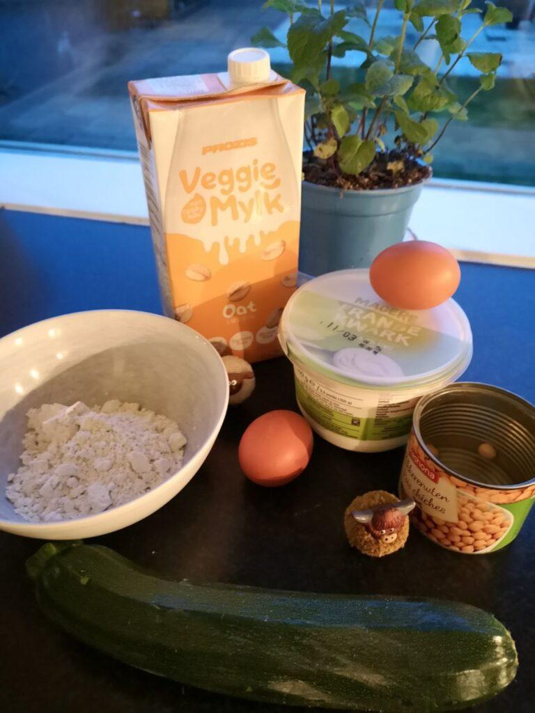 Op deze foto zie je de ingrediënten van de Kikkererwten Pannenkoeken