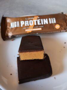 Op deze foto de smaak Chocolate Orange van de High Protein Bar
