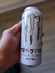 Op deze foto de smaak white van Monster Energy Ultra