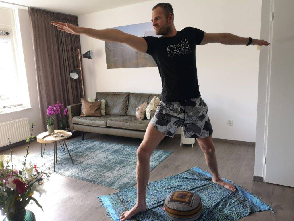 Op deze foto zie je mezelf waar ik yoga aan het doen ben