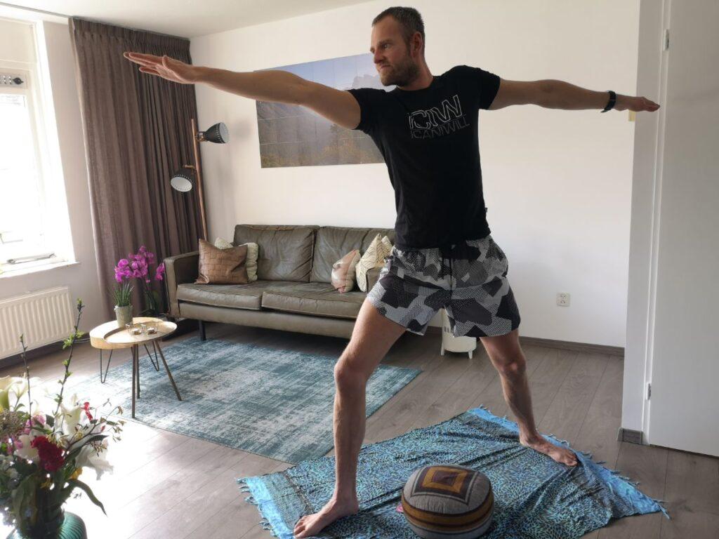 Op deze foto pas ik yoga toe voor een positieve mindset
