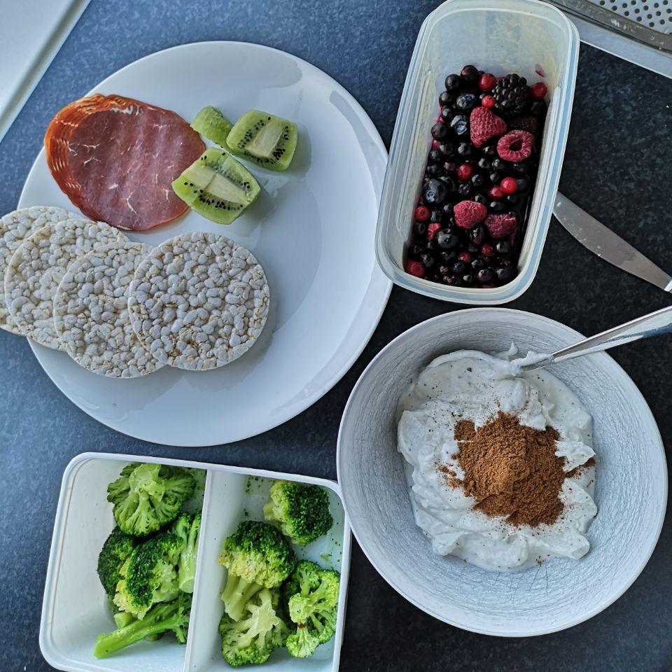 Op deze foto zie je gezonde voeding tijdens het cutten/droog trainen