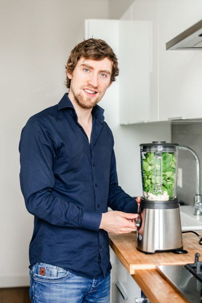Op deze foto zie je Oscar Helm, bedenker van de Afslank Receptenbijbel