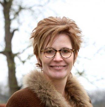 Op de foto zie je Iris Willens, oprichter van de cursus Werken aan je perfectionisme