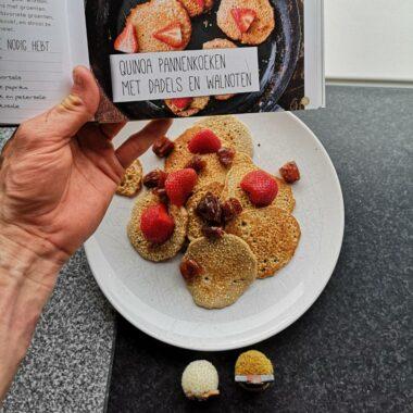 Quinoa Pannenkoeken met dadels en aardbeien