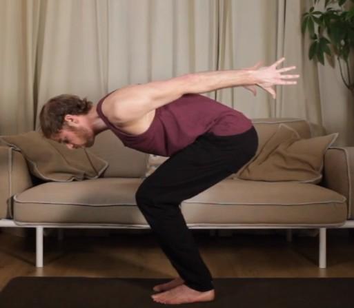 Op deze foto zie je een yoga les van de cursus Mindfulness voor het Dagelijkse leven