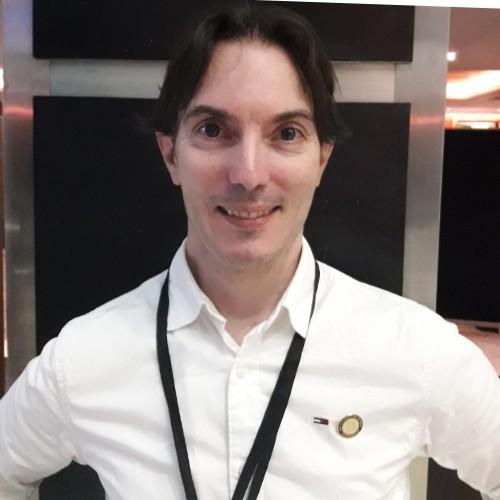 Op deze foto zie je Jan Robert Schutte, 1 van de oprichters van de cursus x10 met crypto