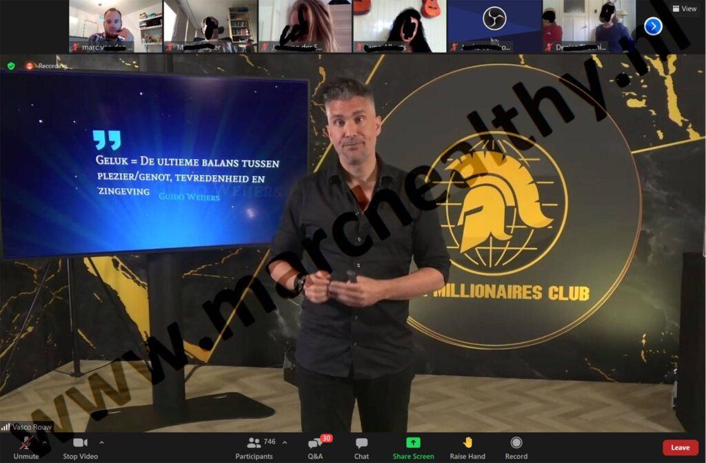 Op deze foto zie je Guido Weijers die een live sessie deed bij The Millionaires Club